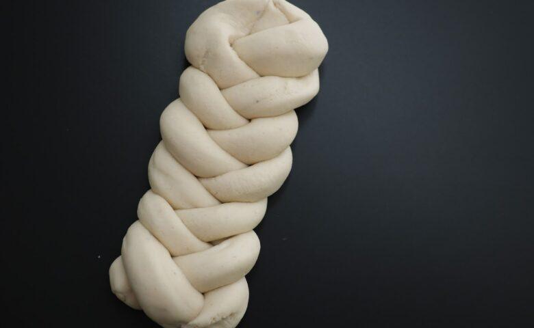 DIY: Πλαστελίνη με άρωμα τσουρέκι