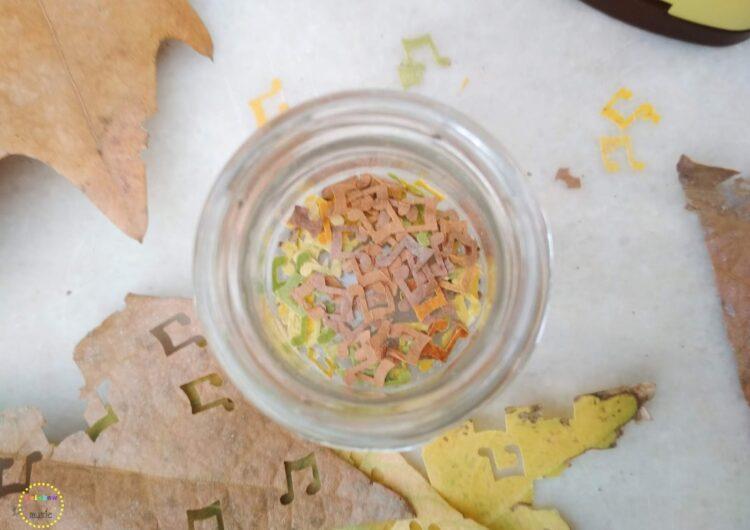 Μουσικά confetti από φθινοπωρινά φύλλα